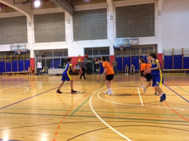 Tekmovanje v košarki za dijakinje