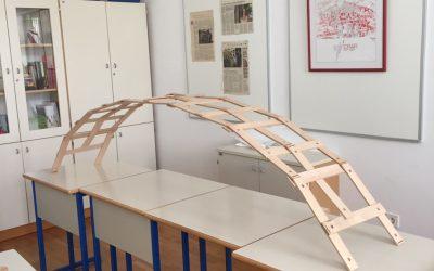 Dijaki postavili da Vincijev pontonski most